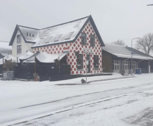 Bolletjescafe De Klok in de sneeuw - wielercafes.nl klein)