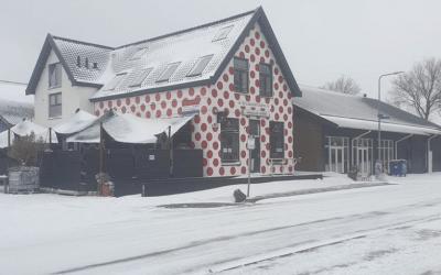 Bolletjescafe De Klok in de sneeuw - wielercafes.nl