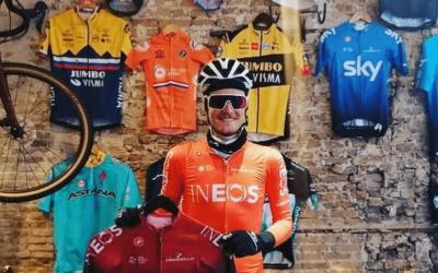 Dylan Van Baarle bij Lola's Den Haag - wielercafes.nl
